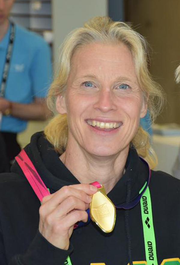 Anette                                                         Philips vandt                                                         guld i 200 IM på                                                         EMs 1 dag