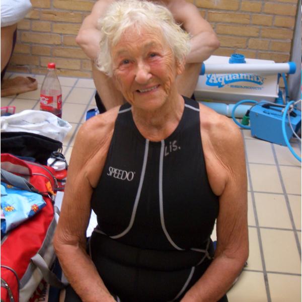 Lis Knutzen, som                                               op igennem 00'ern satte et                                               hav af verdensrekorder og                                               var en rollemodel for                                               mange ældre, som stille                                               ind den 26. juli 2016