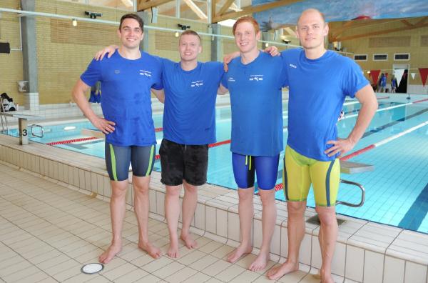 Farum Svømmeklub                                               satte verdensrekord i                                               4x100 og 4x200 m fri